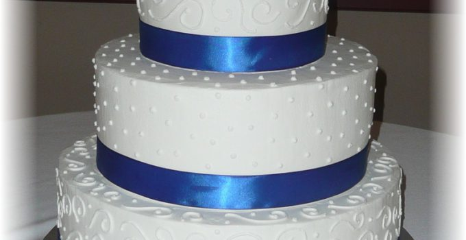 bolo de casamento azul e branco